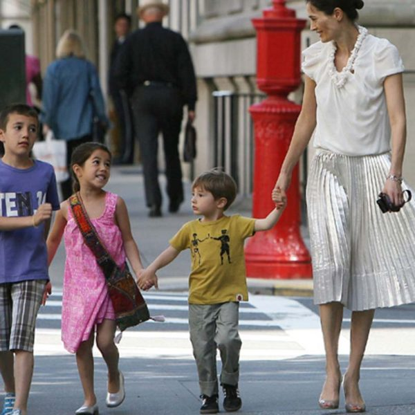 EXCLUSIVE TO INF. ALL-ROUNDER. May 21, 2010: Annette Roque, wife of Matt Lauer, takes their kids, Jack Lauer, Romy Lauer, and Thijs Lauer, to school in New York City this morning. Credit: INFphoto.com  Ref: infusny-124/170|sp|EXCLUSIVE TO INF. ALL-ROUNDER.