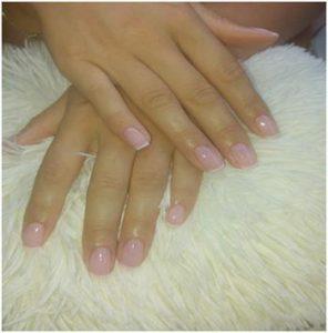 french-manicure-taseis-gia-to-fthinopwro-xeimwna-2018-mommyjammi2